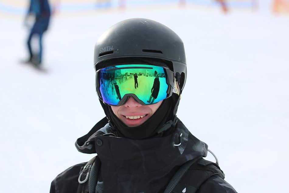 abbigliamento da sci con maschera
