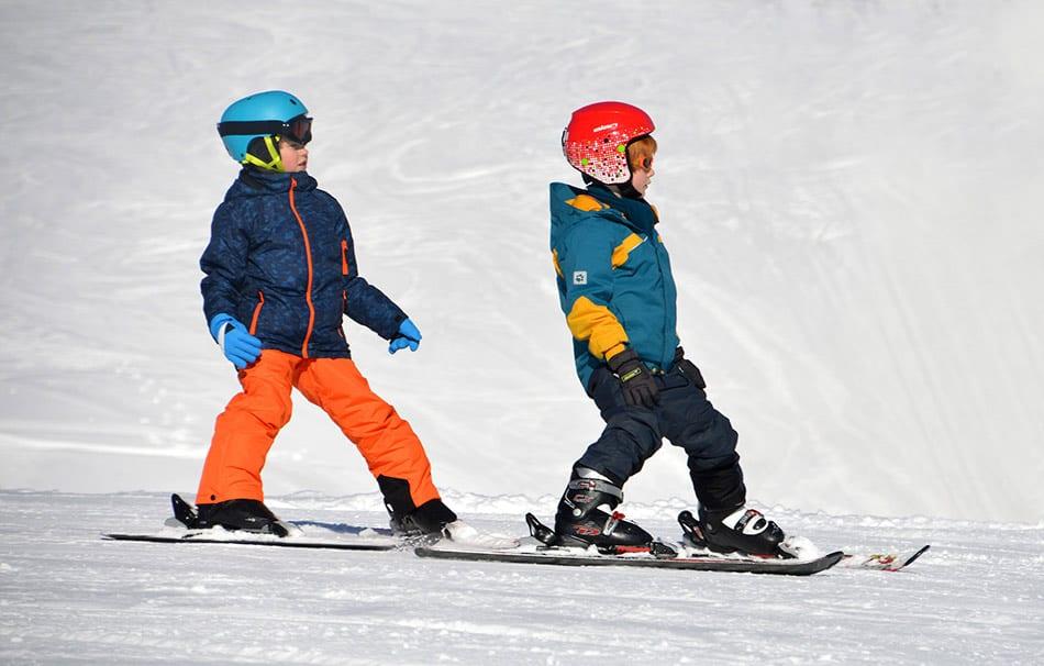 bambini che sciano