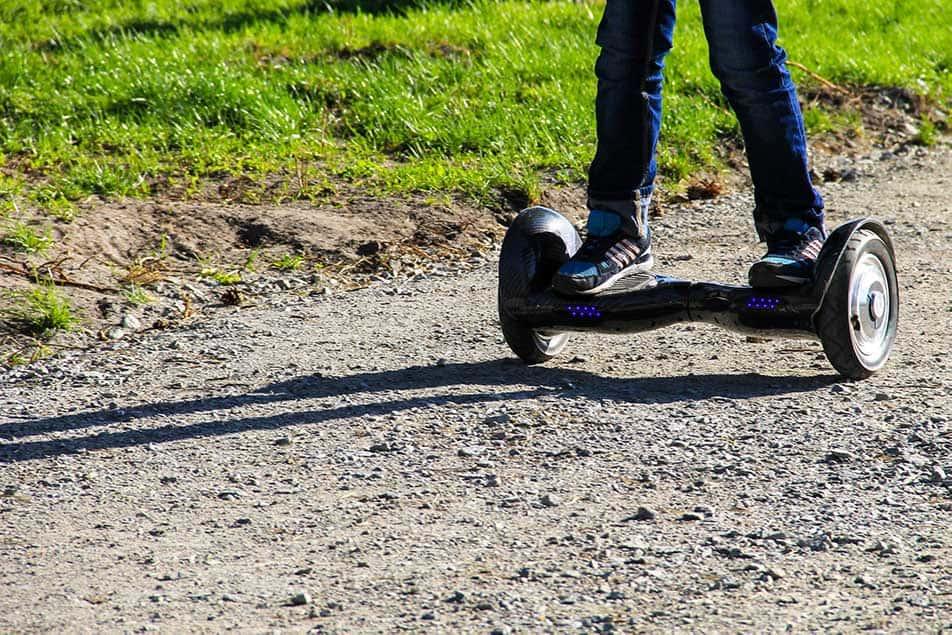 hoverboard su strada sterrata