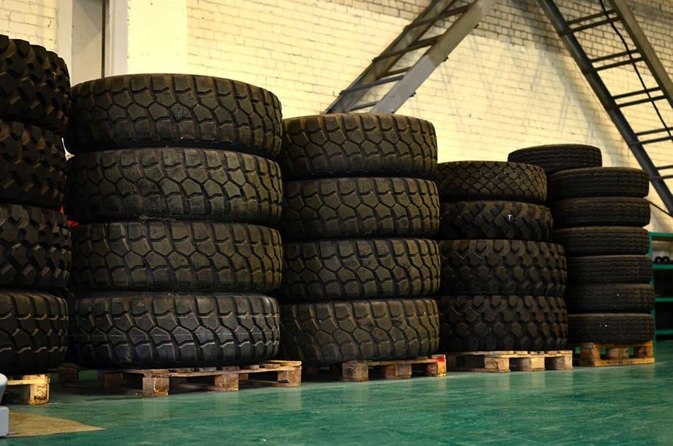pallet di pneumatici