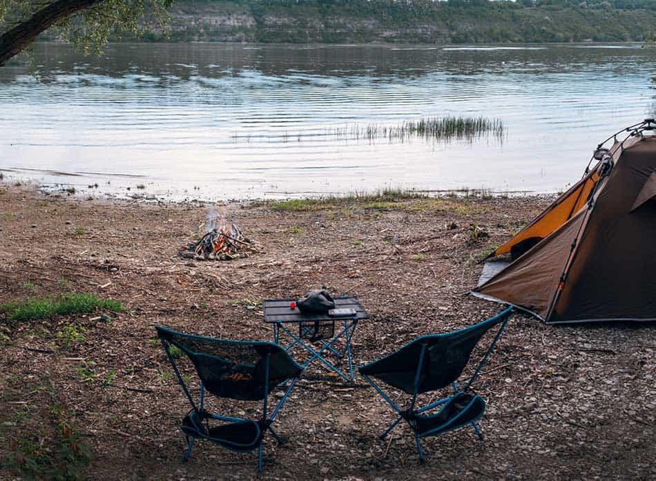piccolo tavolo per il camping