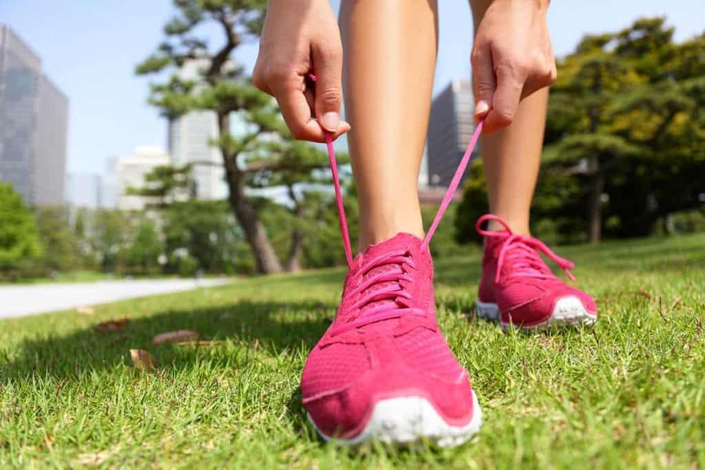 Qual'è la Differenza Tra Scarpe da Running e Walking?