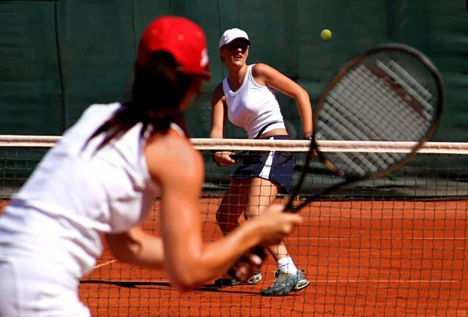 2 tenniste che giocano
