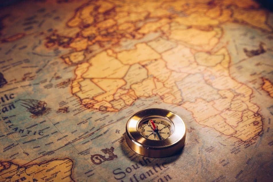 cartina con bussola